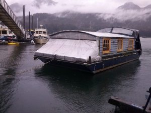 houseboat bow